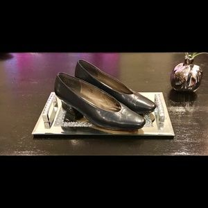 Caressa crosstown navy blue leather pumps size 7